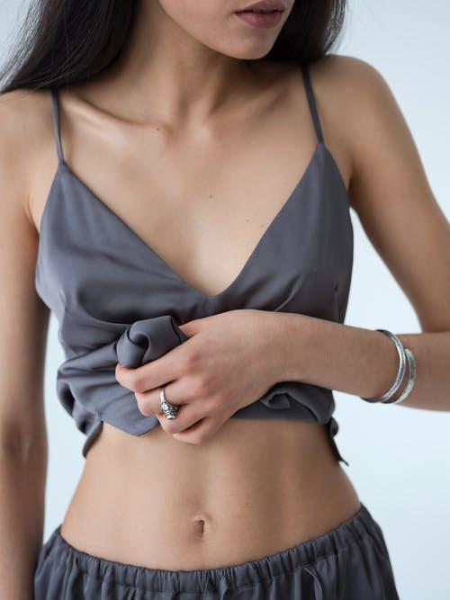 žena s plochým břichem