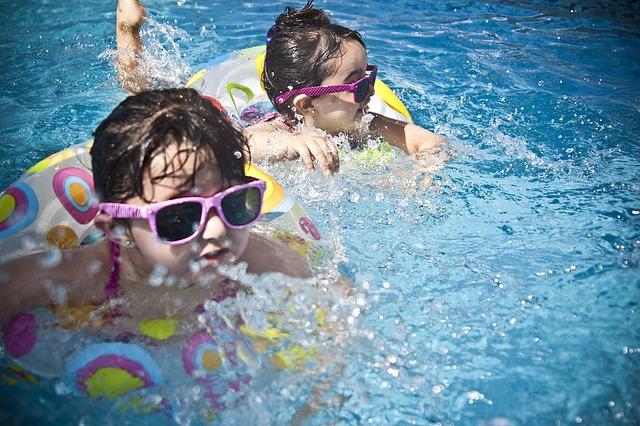 dívky a sluneční brýle.jpg