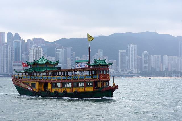 Hong Kong přístav s lodí
