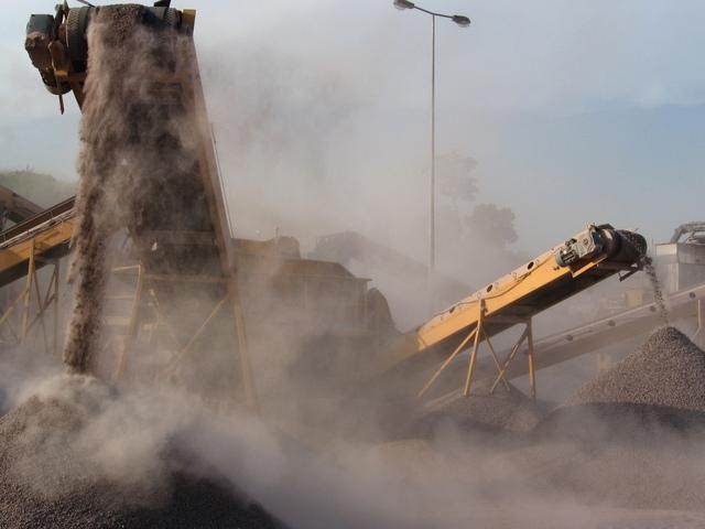 prašné prostředí kamenolomu