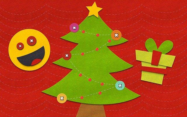 Vyrobené vánoční ozdoby.jpg