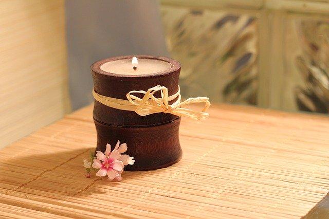 Svíčka v nádobě