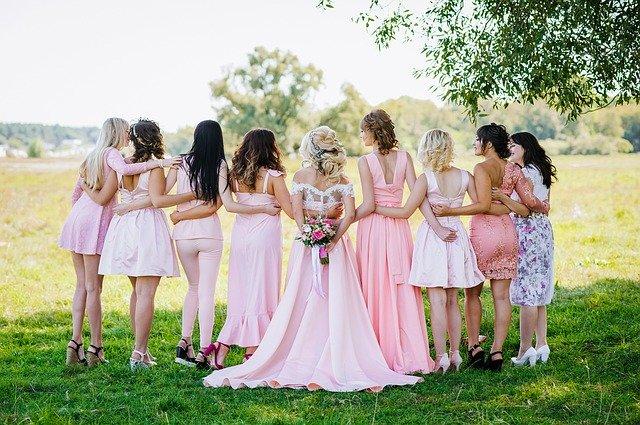 Nevěsta a kamarádky